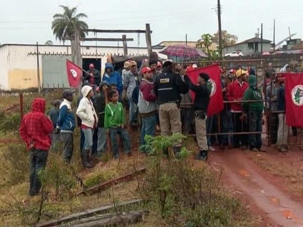 Movimento sem terra invade fazenda de acusado de trabalho escravo em Campanha (Foto: Reprodução EPTV)