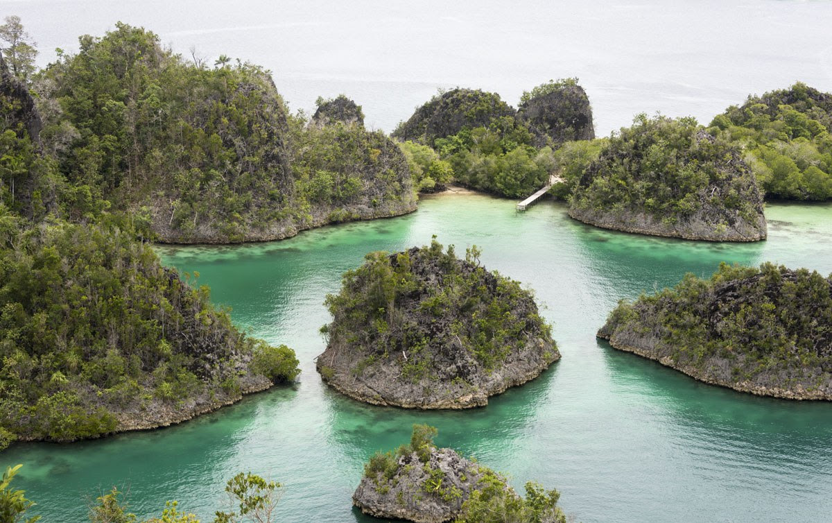 Travel Raja Ampat - Best Islands in Indonesia and the World