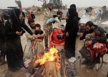 La huida de civiles de Mosul, en imágenes