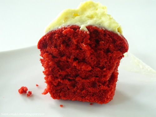 Red Velvet Cake Cupcakes with cream cheese frosting