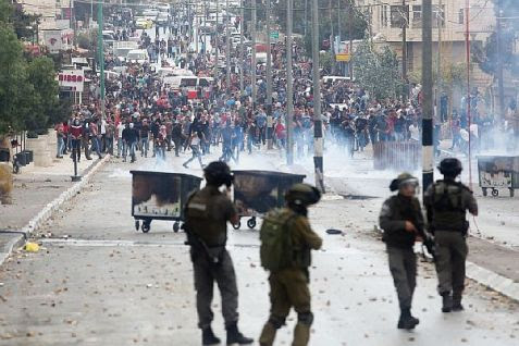 Palestinian Arabs clash in riots with IDF troops in Bethlehem. (Oct. 2015)