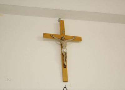 Croci coperte per il rispetto dei laici? La ridicola autofobia dell'Occidente