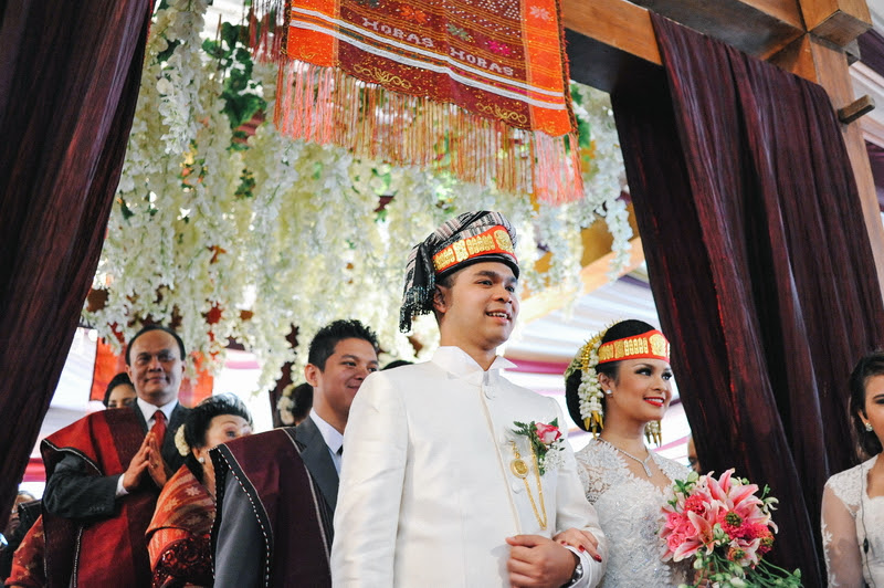 Weddings in Indonesia: A guide to customs and etiquette at Indonesian ceremonies  HoneyBrides