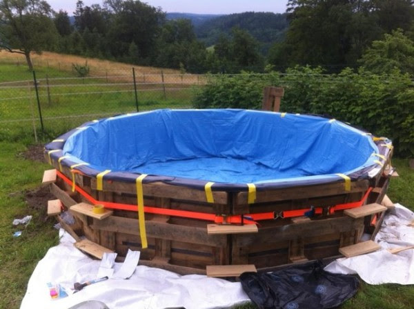 DIY Pallet Swimming Pool 4