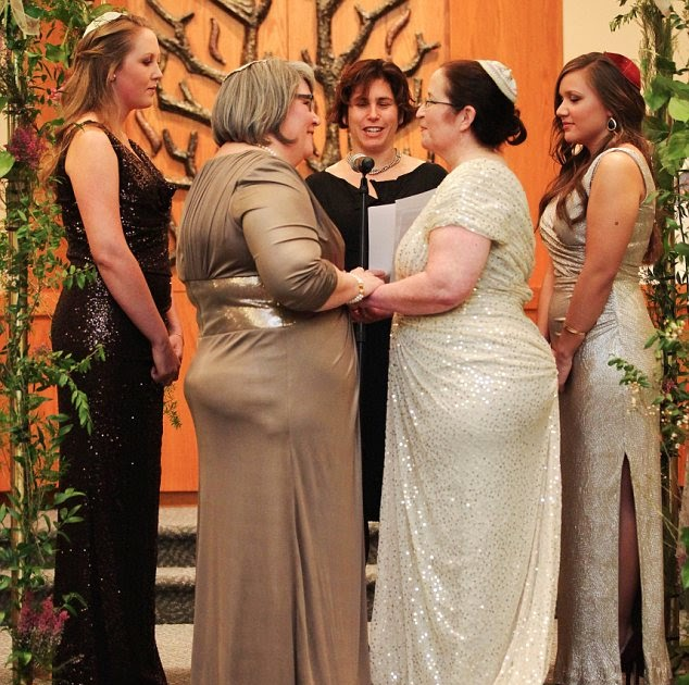 Dailynews American Style: Male Maids Of Honor And The