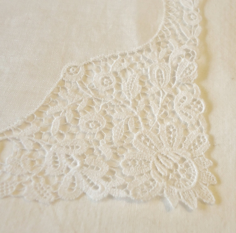 White lace edge handkerchief vintage - PINKYSOFSARATOGA