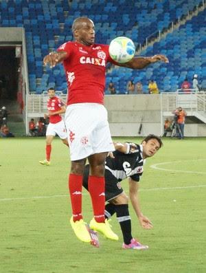 Cleber, zagueiro do América-RN (Foto: Augusto Gomes/GloboEsporte.com)