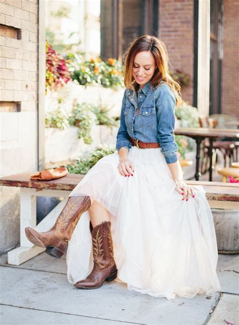 Sydne Style what to wear to a western wedding tulle skirt