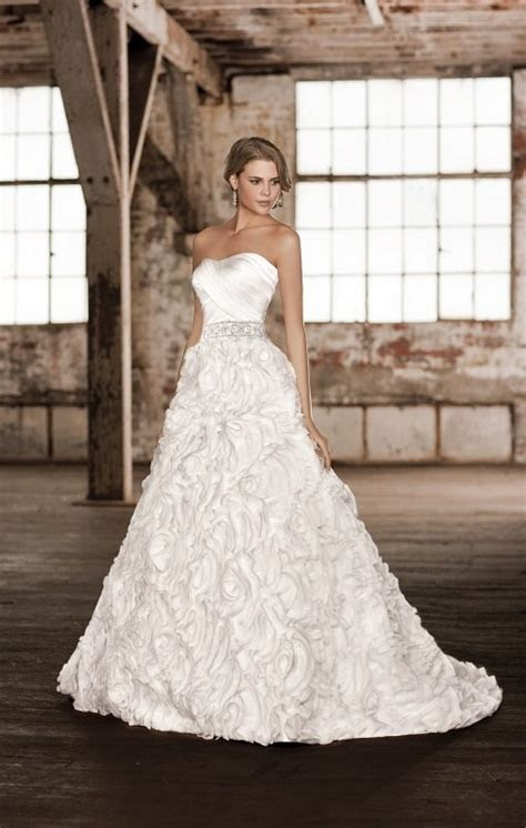 Essence of Australia D1299   Bridal Brilliance Rentals