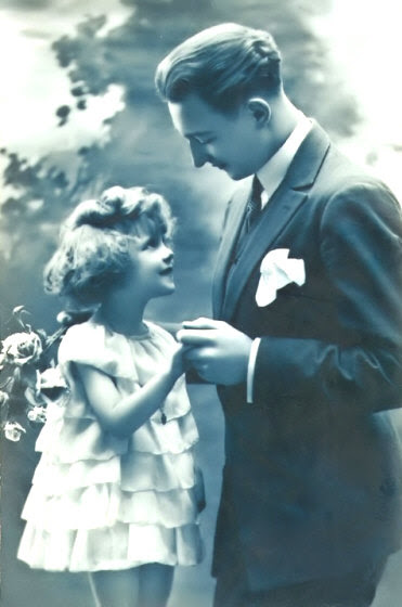 http://www.vintageantiqueclassics.com/dad_with_daughter.jpg