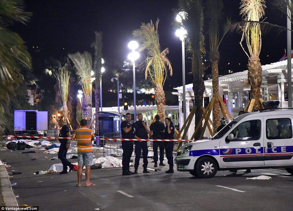 Investigação: Polícia na França agora estão tratando isso como um ataque terrorista e admitiram que o assassino era conhecido por eles e se acredita ser a partir de Nice através da Tunísia