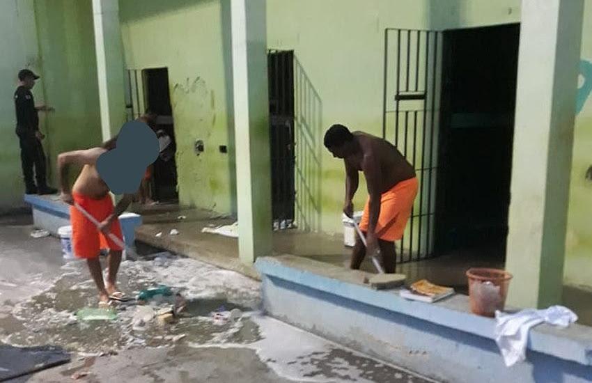 Presos trabalhando com limpeza de presídios