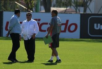 Jorge Macedo Carlos Pellegrini Diego Aguirre Inter (Foto: Tomás Hammes / GloboEsporte.com)