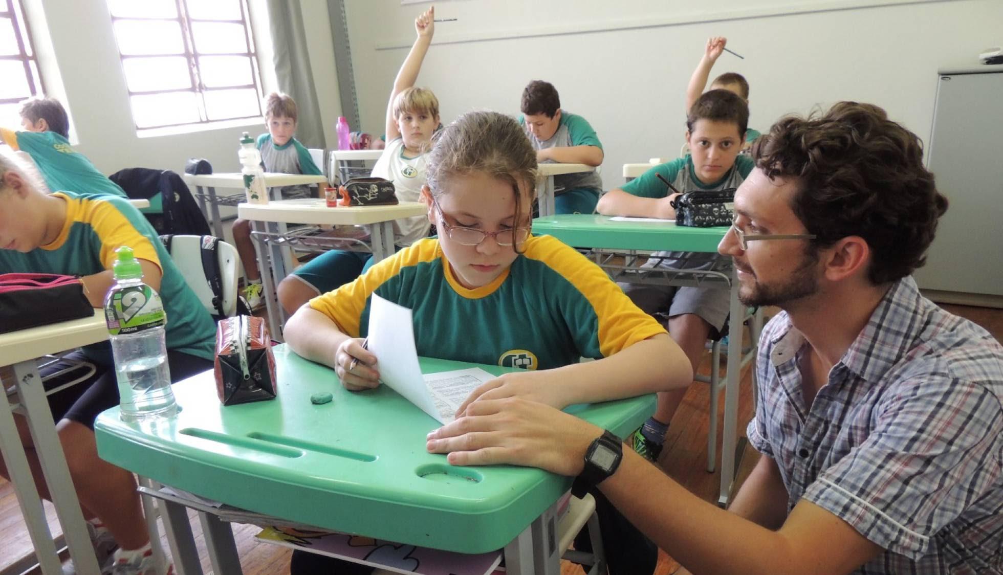 Professor cria método para ajudar aluno a aprender a estudar