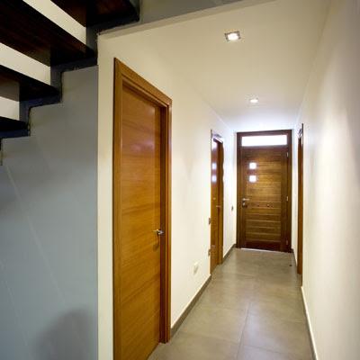 La puerta adecuada para nuestra vivienda blog y arquitectura for Puertas de madera para dormitorios