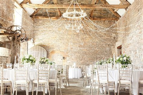 RUSTIC LUXE BRIDE'S DIARY: THE VENUE   BLOVED Blog