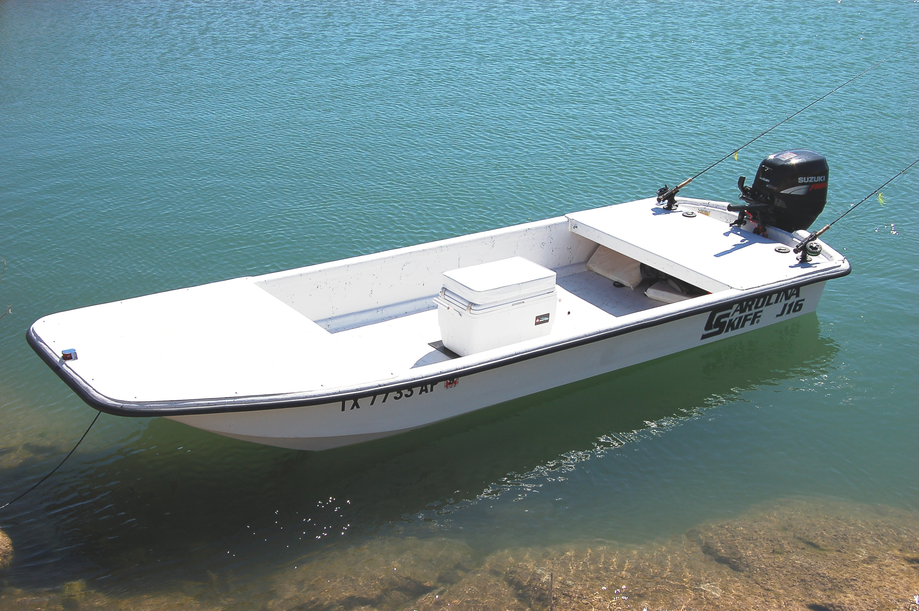 open-smooth-and-sturdy-the-carolina-skiff-j16-is-fly-frie1.jpg