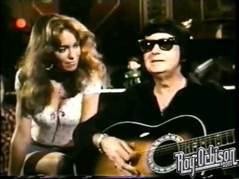 Roy Orbison cantando Pretty Woman en episodio de Los Dukes de Hazzard