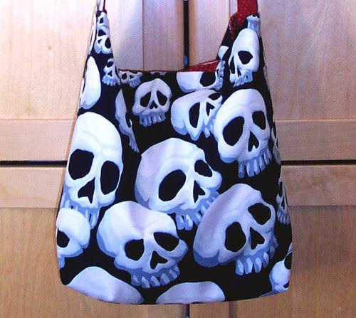 Skull knitting bag: exterior