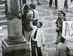 Imagem no acervo do Arquivo Nacional mostra homem identificado pelo SNI como quem colocou aparelhagem de som na fonte de energia durante atividade em prol da Lei da Anistia no Rio Leia mais