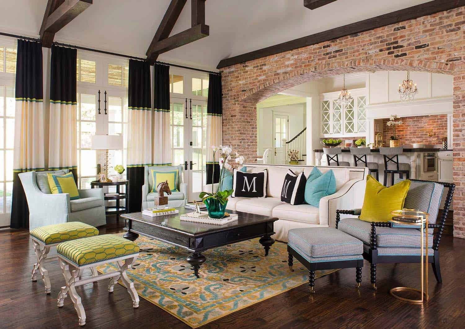 Delightful farmhouse-inspired residence in Texas with ...
