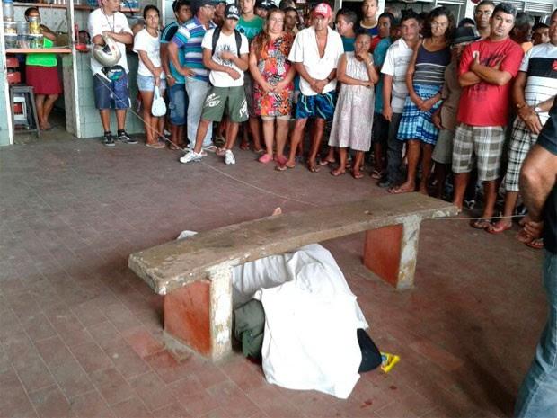 Jovem foi morto a tiros na rodoviária de São José de Mipibu (Foto: Victor Lyra/G1)