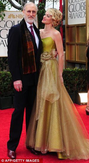 Casal engraçado: dama de honra estrela Melissa McCarthy e seu marido, Ben Falcone, enquanto James Cromwell e Missi Pyle posaram juntos no tapete vermelho