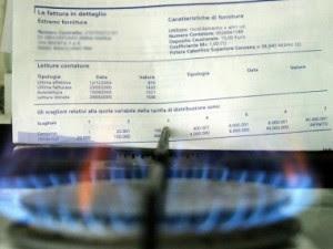 Bollette di luce e gas in calo da aprile: risparmio di 67 euro all'anno a famiglia