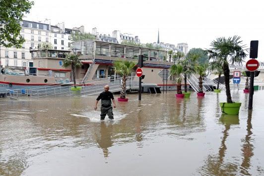`Βούλιαξε` το Παρίσι: Από πόλη του φωτός, πόλη του νερού! ΦΩΤΟ
