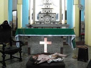 Homem quebra imagem secular em Senhor do Bonfim, na Bahia  (Foto: Netto Maravilha/ Maravilha Notícias)