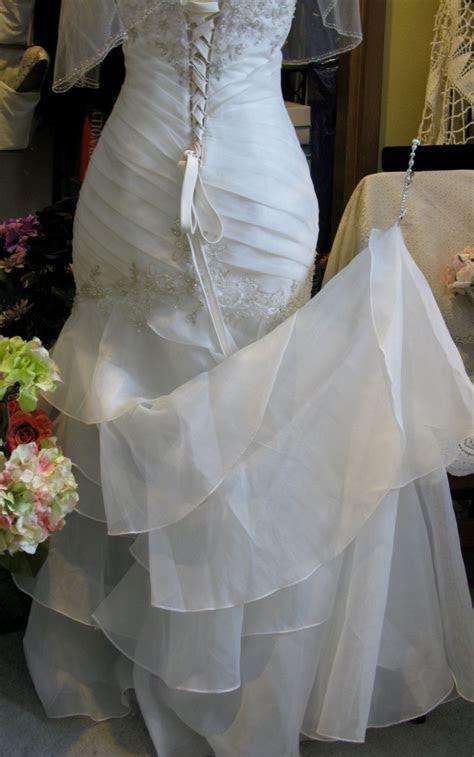 Wrist loop   Love is in the air   Wedding dress train