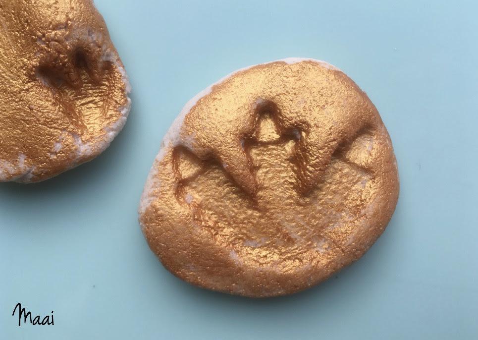 kinderactiviteiten binnen - Dinosaurus fossielen maken van zoutdeeg