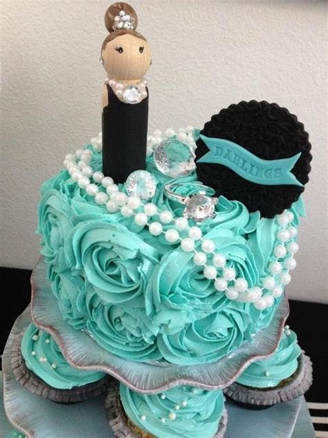 Breakfast at Tiffany's Cake. Love the roses in that color