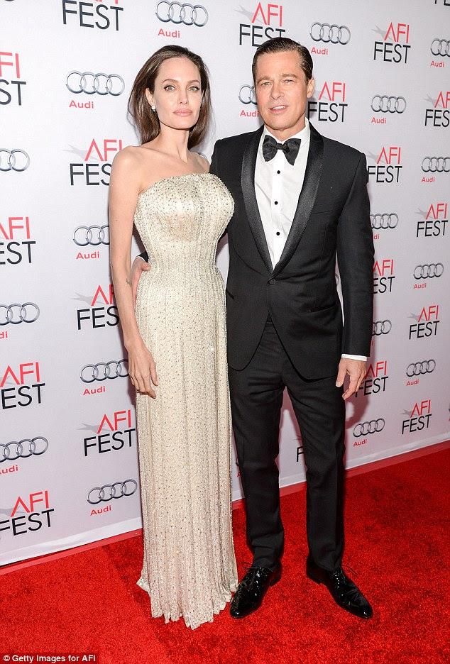 Jolie, de 41 anos, pediu o divórcio de Pitt, de 52 anos, no mês passado e está buscando a custódia total de seus filhos.  Pitt, que quer a guarda conjunta, ainda tem de responder formalmente à sua petição.  O ex-casal, que estavam juntos há 12 anos e casado há dois, são retratados em 2015