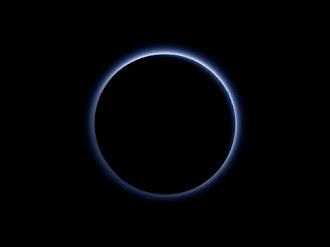 Descubren Agua y Cielos Azules en Plutón