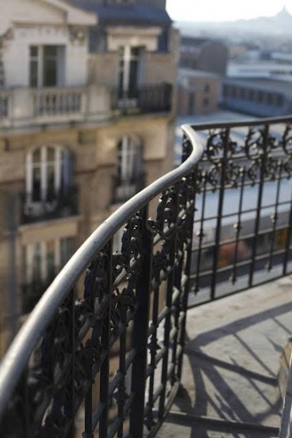 Parisian balcony. *sigh*