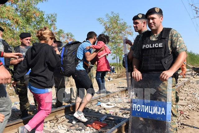 Πιο χαλαροί οι αστυνομικοί, αφήνουν τους μετανάστες να κινούνται ελεύθερα