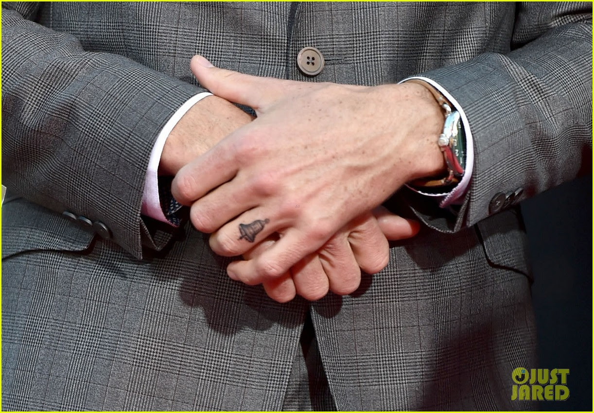 ... Dax Shepard Got a Bell Tattoo on His Ring Finger in Honor of His Wife