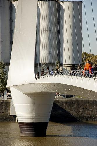 Image Puerto Madero Bridge, by © Javier Conles