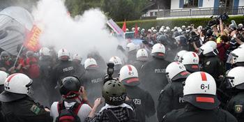 Une poignée de manifestants contre 22000 policiers...