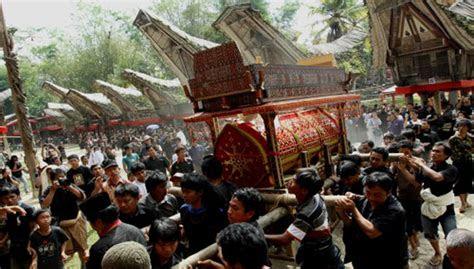 kisah ritual pemakaman  tana toraja kisah sukses