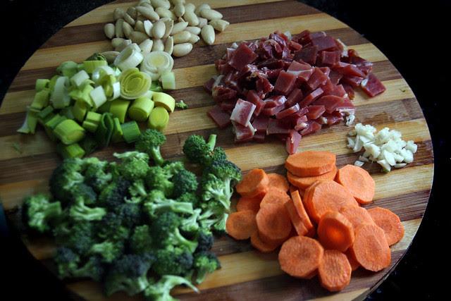 Salteado de Vegetales, jamón y Almendras (10)