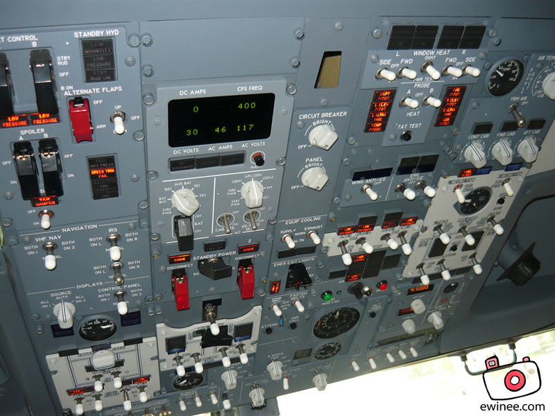 new-737800-cockpit