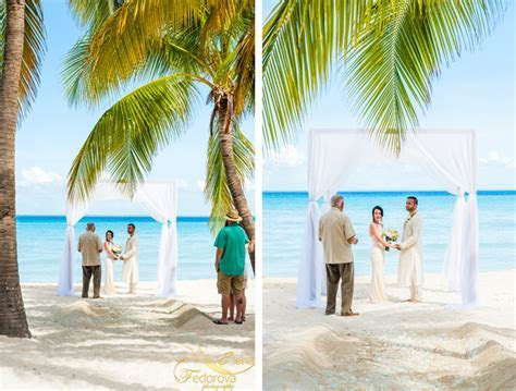 Vow renewal in Mexico Isla Mujeres.   Wedding photographer