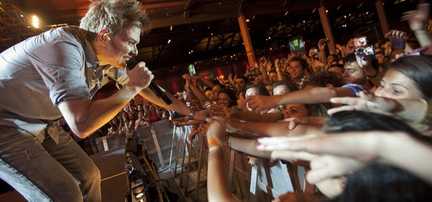 Michel Teló durante show no Vila Country, em São Paulo (Foto: Rogério Casimiro / ÉPOCA)