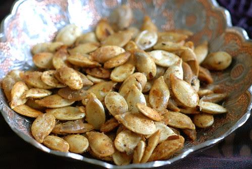 vürtsikad röstitud kõrvitsaseemned/spicy roasted pumpkin seeds