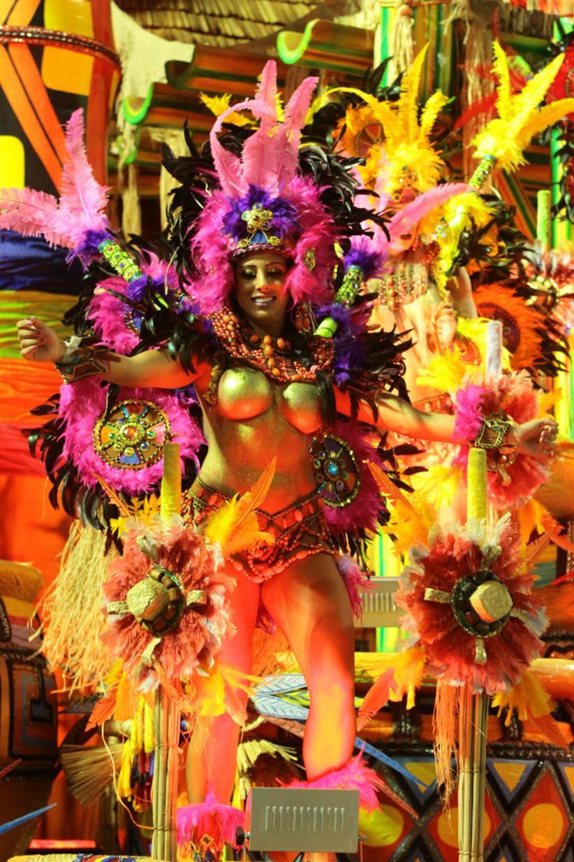 Carnaval de 2016 tem muito topless; veja fotos