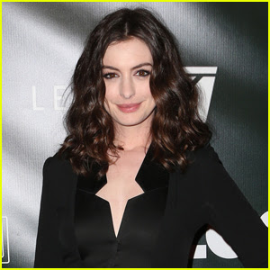 Anne Hathaway in Talks to Replace Amy Schumer in 'Barbie' Movie