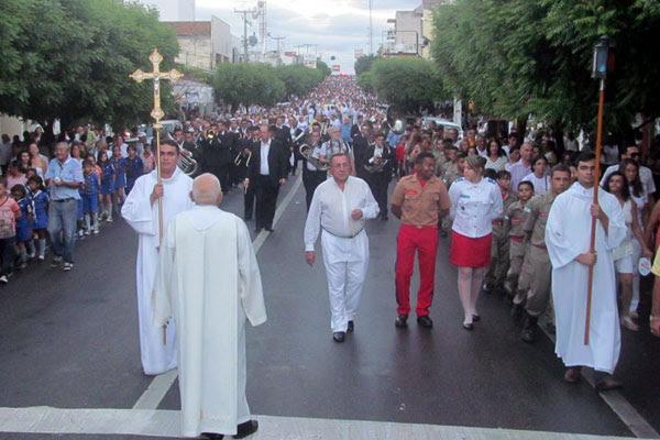 Procissão marcou o início da tradicional Festa de Sant'Ana em Caicó, uma das mais importantes manifestações religiosas do Nordeste
