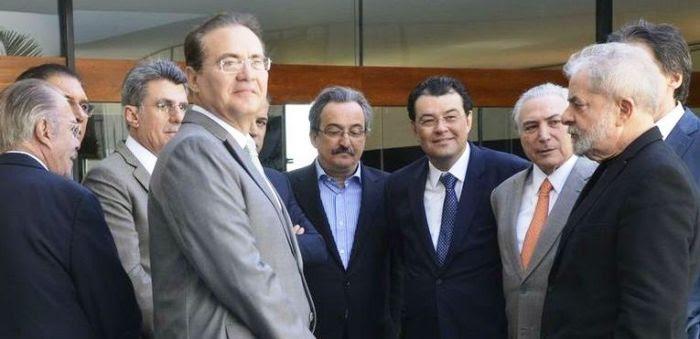 Líderes do PMDB com Lula: para eles, o ex-presidente não mudará a situação de Dilma...